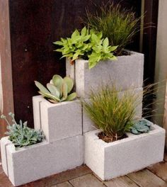 this small version of the concrete block planter wall might make more sense for my yard!