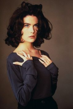 Lara Flynn Boyle, she was a stunner back in the day before plastic surgery ruined her face