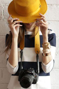 Adô Atelier – Camera bag (FashionCoolture) - Techno World Girl Photography Poses, Photography Camera, Photography Business, Creative Photography, Photographer Branding, Photographer Headshots, Girls With Cameras, Fedora Hat Women, Foto Fashion