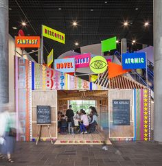 Discovery Season Pavilion / Morag Myerscough + Luke Morgan This Neon colour pavilion has been don by Morag Myerscough and Luke Morgan in the main Hall of the Birmingham library. Designed as a hub, it...