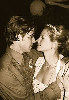 Danny Moder married Julia Roberts on July 4, 2004 at her 82-acre ranch in Taos, New Mexico.