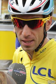 2014 tour-de-france photos stage-04 - Race leader Vincenzo Nibali talking to Eurosport