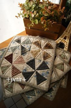 Mug rugs many beautiful quilts