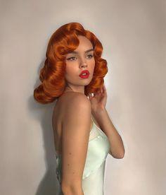Easy Pin Curl Set for Retro Waves - Popular Vintage Vintage Haircuts, Retro Hairstyles, Wedding Hairstyles, Hair Inspo, Hair Inspiration, Red Hair, Brown Hair, Pin Up Retro, Pelo Vintage