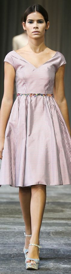 See all the Collection photos from Luisa Beccaria Spring/Summer 2015 Ready-To-Wear now on British Vogue Luisa Beccaria, Armani Prive, Sarah Jessica Parker, Spring Summer 2015, Spring Summer Fashion, Summer Wear, Elie Saab, Pretty Dresses, Beautiful Dresses