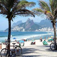 Moldura carioca. Praia do Arpoador, Rio de Janeiro, RJ, Brasil.  #cute #photooftheday #instagood #love #bestoftheday #instadaily #igers #instalike #like4like #photographer #photography #world #trip #amazing #tourism #brasil #brazil #riodejaneiro #ig_riodejaneiro #oceano_brasil #ig_beach_brasil #h2o_natura #wu_brazil #carioquissimo #cariocadagema #visitrio #021rio #amanhecerestadao #brazilgram_ #atb