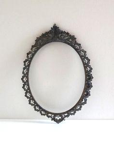 Cadre ovale vintage en métal style baroque