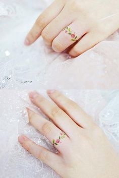 24 top amazing ideas for finger tattoos - top amazing ideas for fin . - 24 Top Amazing Ideas For Finger Tattoos – Top Amazing Ideas For Finger Tattoos ★ – # amazing - Finger Tattoo Ring, Flower Finger Tattoos, Finger Tattoo For Women, Small Finger Tattoos, Finger Tats, Small Tattoos, Tattoos For Women, Pretty Tattoos, Cute Tattoos