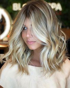 Shoulder-Length-Ash-Blonde-Hair New Short Blonde Hairstyles Shoulder-Length-Ash- Medium Hair Cuts, Medium Hair Styles, Long Hair Styles, Haircut Medium, Loose Curls Short Hair, Loose Curls Medium Length Hair, Medium Curls, Hair Color 2018, Hair Color And Cut