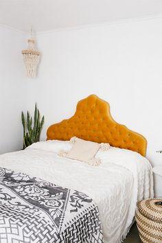 tufted velvet headboard in bohemian modern bedroom. / sfgirlbybay