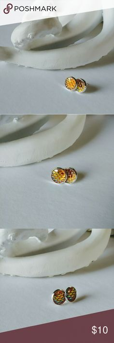 🐚 Iridescent mermaid earrings Golden pink iridescent mermaid scale earrings. Silver tone made with copper & resin Jewelry Earrings