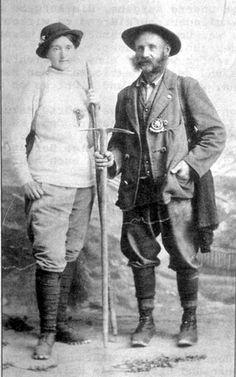 Bergführer Fritz Löffler um 1900 mit einer Touristin aus Frankfurt.