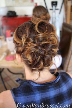 Chignon sur cheveux courts , Coiffure invitée , Réalisée par Gwen Vanbrussel
