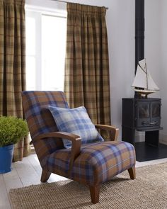 The Beachcomber collection has an array of wool checks in classic and more modern colour combinations. Chair - LF1518FR/15 - Stroma. Cushion - LF1518FR/12 - Covesea. Curtains - LF1518FR/2 - Flannan.