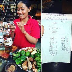 Happy Hour a Siem Reap durante un corso di cocktail ti ritrovi ad insegnare alla tua barista i numeri in italiano... Con trascrizione khmer inclusa! #incontroautentico #cambogiaviaggi #travelways #particonnoi #siemreap #cambogia #cambodia http://ift.tt/2bw0i0H