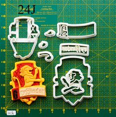 Gryffindor Cookie Cutter .The cookie cutters let me make a pretty cookie so easy. Oh , i like it. Do you want to have a try? It't really fantastic!If you like it, please follow me and REPIN the cookie cutters  on my board thank you very much.Best wishes for you !