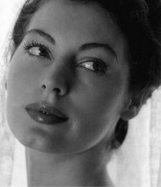 Hollywood Icons, Classic Hollywood, Celebrity Photos, Celebrity News, Celebrity Style, Old Actress, American Actress, Ava Gardner Photos, Ava Gardener