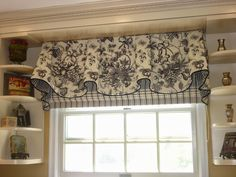 Inspiration-Decoration - black & white valance over striped Roman shade. Contrast lining and contrast welting at hem. Large Window Treatments, Window Treatments Living Room, Living Room Windows, Window Coverings, White Kitchen Curtains, Kitchen Window Valances, Curtains And Draperies, Diy Curtains, Black And White Valance