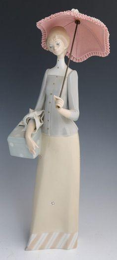 """LLADRO PORCELAIN FIGURE ~ DRESSMAKER Sculptor: Vicente Martínez. Size: 14.25"""""""