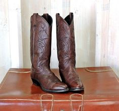 89f82c8c0d6 Womens cowboy boots 7.5 M   Dan Post Cowgirl boots