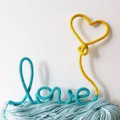 #muitoamor com esse lindo trabalho da @acheioquequeria e sim, queremos muito love.❤️    Clique no link que está no nosso perfil para comprar.    #handmade #maternidade #love #amamos #comprecomamor #mamaeachei