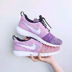 Womens Nike Flyknit Roshe Run.