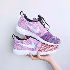Womens Nike Flyknit Roshe Run.