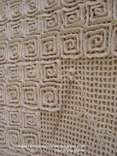 Crochet Rug Technique - crochet a mesh background then add rows of double crochet to the top / design by Sonia Maria / http://falandodecrochet.blogspot.com.br/2008/03/tapete-de-croch-ponto-rede-de-pontos.html