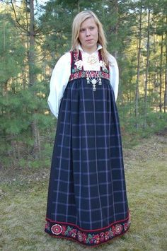 Do hem embroidery as an applied band to lower skirt hem (Bunad and Rosemaling embroidery of upper Hallingdal, Buskerud, Norway) Folk Costume, Costumes, Norwegian Clothing, Norwegian People, Norwegian Vikings, Norway Viking, Historical Clothing, Folk Clothing, Traditional Outfits