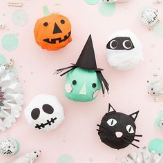 How AMAZING are these Halloween Surprise Balls from @ohhappyday !! 💖👻💕 Perfect for a candy free celebration! x #halloween #party #littlegathererkids #littlegathererparties #boo #spooky #fun #toys #colour #trickortreat #heart #halloweenfun