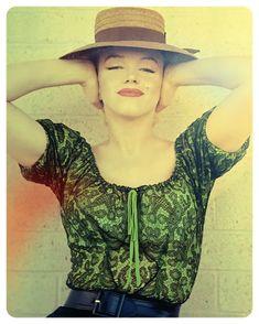 Marilyn by #MIltonGreen Bus Stop (1956) #BusStop #1956 #Автобуснаяостановка #Arretdautobus #Fermatadautobus #Przystanekautobusowy #MarilynMonroe #hollywood #vintage #normajeanebaker #normajeane #marilynmonroe #marylinmonroe #мэрилинмонро #Мэрилин #Мерилин #Marilyn #oldhollywood #goldenage Будьте п