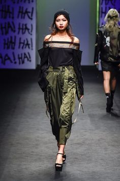 Ideas Sport Fashion Week For 2019 Seoul Fashion, Korean Street Fashion, New Fashion, Runway Fashion, Trendy Fashion, Fashion Models, High Fashion, Fashion Show, Fashion Outfits
