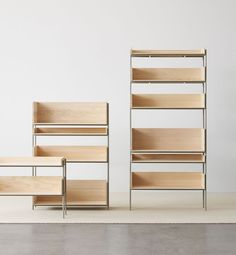 Vivlio is a modular shelving system designed by Chris L. Halstrøm and Margrethe Odgaard. Rises and shrinks, it is versatile and functional. Danish Furniture, Home Furniture, Furniture Design, Modular Shelving, Shelving Systems, Home Office Shelves, Cabinet Furniture, Scandinavian Home, Furniture Inspiration