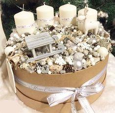 Christmas Advent Wreath, Outside Christmas Decorations, Cool Christmas Trees, Christmas Candles, Christmas Centerpieces, Christmas Time, Christmas Crafts, Christmas Floral Arrangements, Christmas Feeling