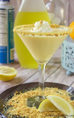 Lemon Meringue Pie Martini Delectable cocktail that tastes just like a piece of lemon meringue pie. Martini Recipes, Cocktail Recipes, Cocktail Shots, Drink Recipes, Mojito Cocktail, Cleanse Recipes, Summer Cocktails, Soup Recipes, Party Drinks