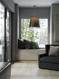 """Denne uken kom det nyeste Interiørmagasinet ut, med bilder fra min datters hjem. """" Når man vokser opp i en arkitektfamilie, er fagekspertisen lett tilgjengelig i møte med et oppussingsobjekt i Drammen."""" Designklassikere som syverstoler fra Arne Jacobsen og PH-lamper fra Louis Poulsen pre"""