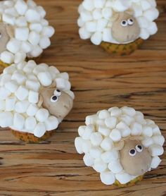 Cute sheep cupcakes close up-yum, how do you make the head? Baby Shower Table, Baby Shower Party Favors, Baby Shower Parties, Baby Shower Themes, Baby Boy Shower, Baby Shower Decorations, Shower Ideas, Baby Lamb, Baby Shawer