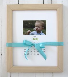 20 DIY photo gift ideas - I love this easy calendar one with free printables. Some of these would make PERFECT Father's Day gifts!