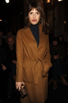 Jeanne Damas wearing a Fall 2015 coat and a Valentino Garavani clutch to the Valentino Fall/Winter 2016-17 Menswear show, on January 20th 2016.