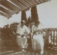 Olga and Tatiana Nikolaevna. #theromanovs