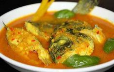 IKAN KUAH KUNING - YELLOW FISH SOUP:Maluku Islands which are rich with fish and exotic spices, indeed well-known for their's distinctive fish-based cuisines. A famous dish among them is Fish Recipes, Asian Recipes, Soup Recipes, Cooking Recipes, Ethnic Recipes, Nasi Goreng, Indonesian Cuisine, Indonesian Recipes, Fish Soup