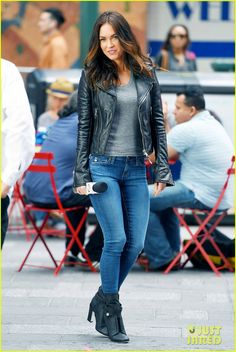 Megan Fox is Joined by Original April O'Neil Judith Hoag on 'TMNT 2' Set   megan fox judith hoag tmnt 2 set 01 - Photo
