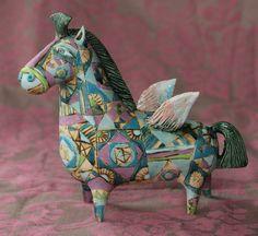 Elya Yalonetski es una artista de la cerámica nacida en Ucraína. Entre 1990 y 1996 estudió cerámica en Rusia, en V. Vasn...