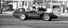 Stuart Lewis-Evans, Vanwall VW57, on the way to 3rd during the 1958 Portuguese GP at Oporto (GP Library)...