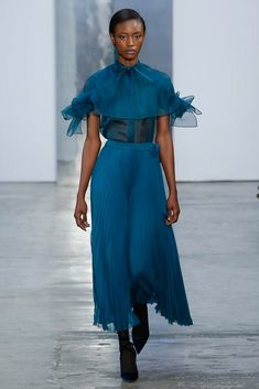See the complete Carolina Herrera Fall 2017 Ready-to-Wear collection.