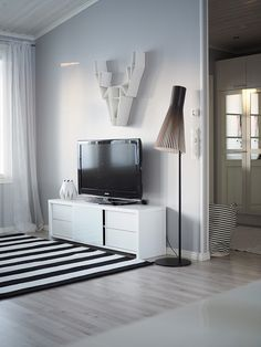 VALOISAT PÄIVÄT Flat Screen, Interiors, Blood Plasma, Flatscreen, Decorating, Plate Display, Home Interiors
