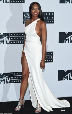Hviezdy na udeľovaní MTV Video Music Awards 2016 - Fotogaléria - Koktail… Naomi Campbell, Mtv, Original Supermodels, White Gowns, Fashion Line, High Fashion, Red Carpet Dresses, Red Carpet Fashion, Well Dressed