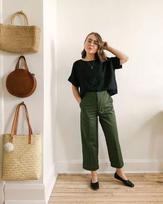 My name's Jess and I'm excited about sustainable fashion and Eco-friendly living! Read how I style using sustainable clothing brands and ethical practices 70s Fashion, Slow Fashion, Ethical Fashion, Vintage Fashion, Fashion Outfits, Vintage Style, Date Outfits, Night Outfits, Casual Outfits