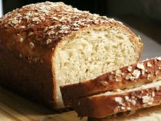 Oatmeal and Honey Bread - Homemade Bread Fan Club. Oatmeal Bread, Banana Bread, Baguette, Bread Recipes, Cake Recipes, Honey Bread, Pastry And Bakery, Sin Gluten, Food And Drink