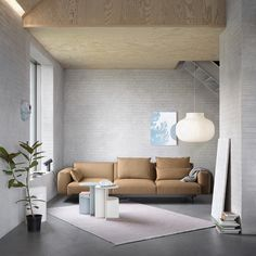 The Muuto In Situ Modular Sofa is a grand, modular design with sculptural lines that can be tailored to your individual space and taste yet with its modular elements hidden through subtle detailing of its front profile, paired with deep comfort and a soft seat. Choose from any of the 30 predesigned configurations or create your own, using the 9 different seating modules and 2 loose cushions. Muuto In Situ Modular Sofa was designed by Anderssen & Vol. Home Interior Design, Modern Interior, Elegant Sofa, Loft, Room Planning, Modular Sofa, Modular Design, Scandinavian Design, Showroom